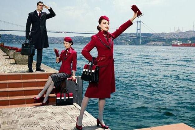 Türk Hava Yolları (THY) kabin memuru ekibi yeni üniformaları