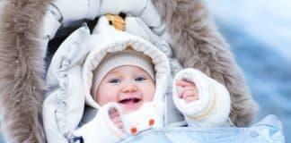 Bebekleri giydirirken dikkat