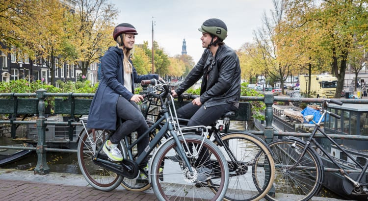 amsterdam hollanda bisiklet kask gerekli mi