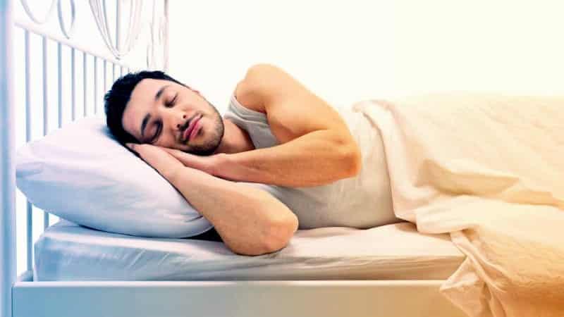 Yastık seçimi nasıl olmalı? Yanlış yastıklar boyun ağrısı sebebi!
