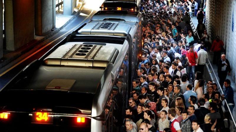 80 dakikada devr-i İstanbul: Metrobüs yolculuğu