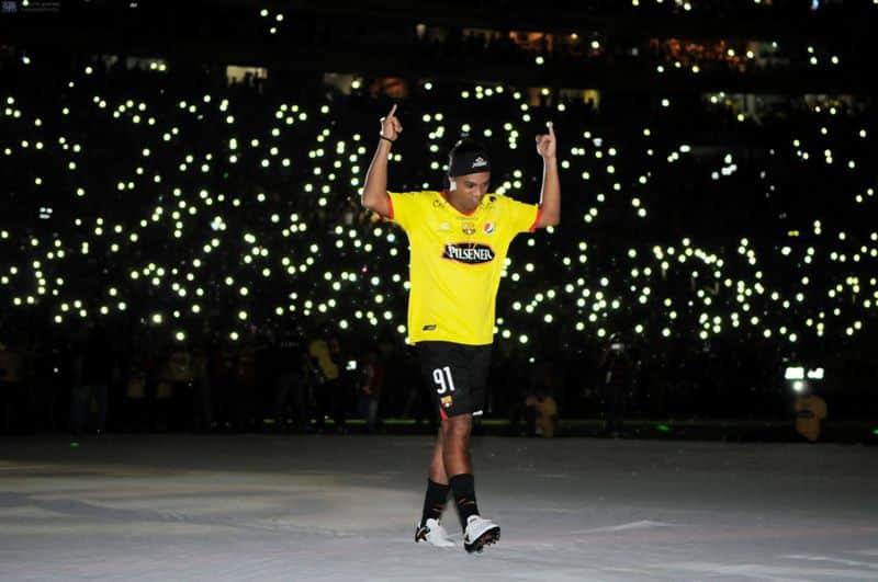 Ronaldinho / Futbola veda ederken yayınladığı mesaj