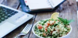 Masa başı çalışanlar için sağlıklı beslenme önerileri