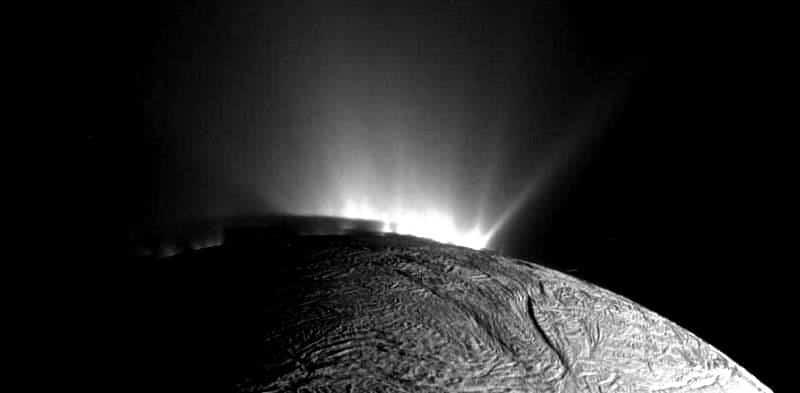 satürn enceladus