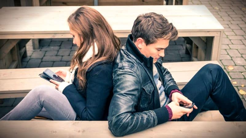Sosyal medya bağımlılığı ilişkileri nasıl etkiliyor? - Psikoloji