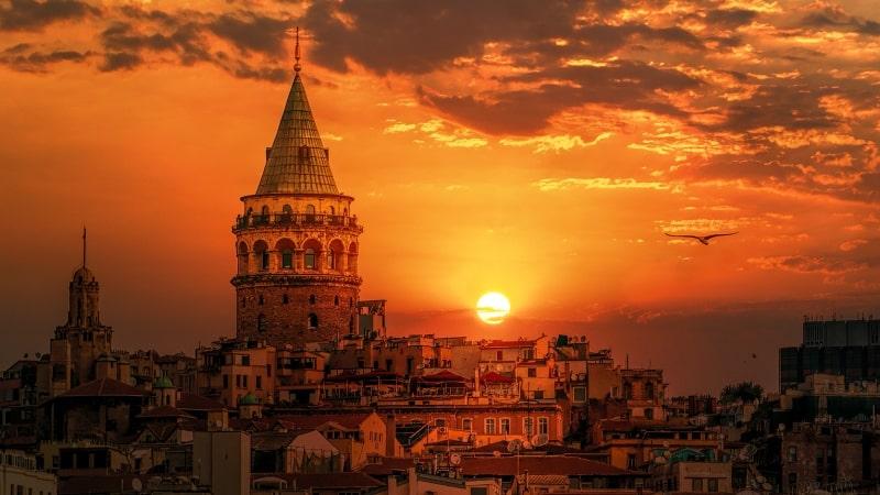 Varlıklı ve yetenekli Türkler kitleler halinde ülkeyi terk ediyor