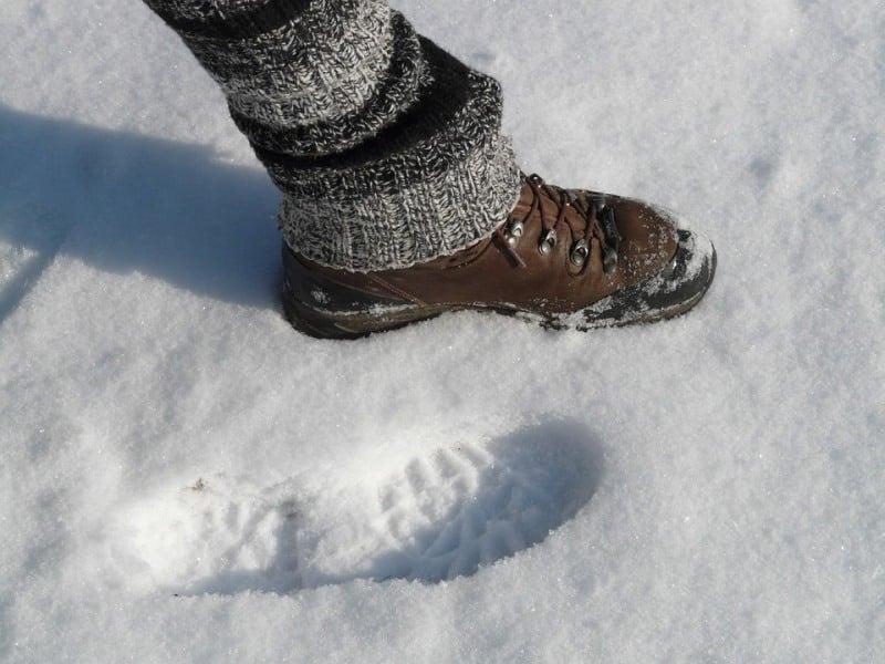 Yağışlı karlı zeminde nasıl adım atılmalı? Bu öneriler düşmeyi engelliyor!