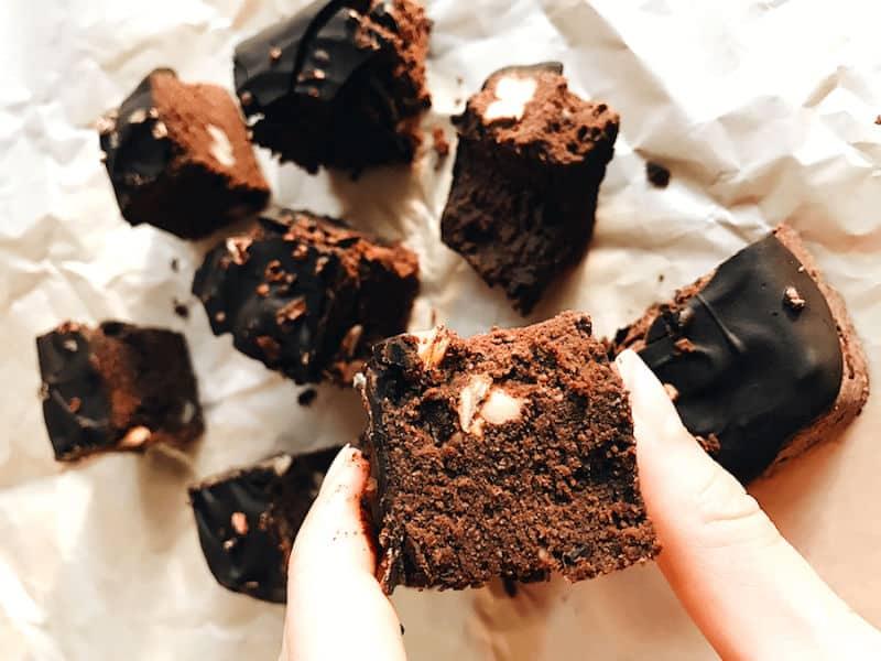 Hindistan cevizi unlu şekersiz brownie