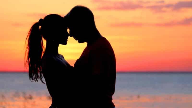 Aşk ile sarılmak kalp hastalığı riskini azaltıyor!