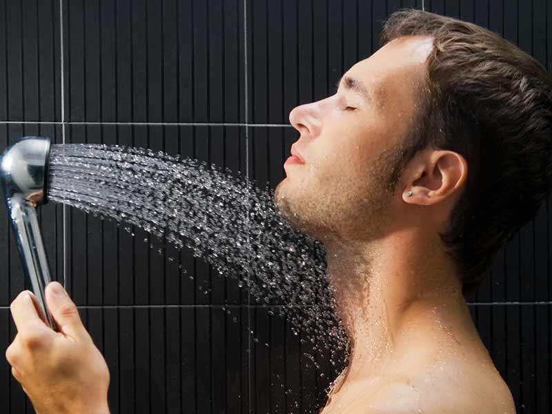 Cildi yaşlandıran faktörler: çok aşırı sıcak soğuk duş almak