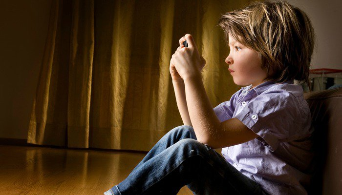 Çocuklarda obsesif kompulsif bozukluk genellikle 7,5 ila 12,5 yaşlarında başlangıç gösteriyor