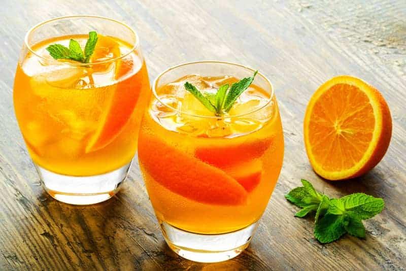 Konsantre değil, taze sıkılmış meyve suyu tercih edin portakallı limonata