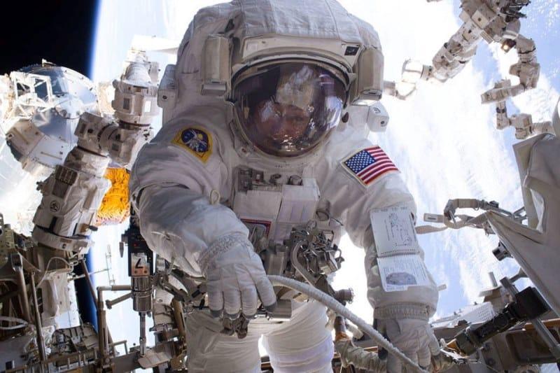 uzay astronot zero gravity yer çekimsiz ortam