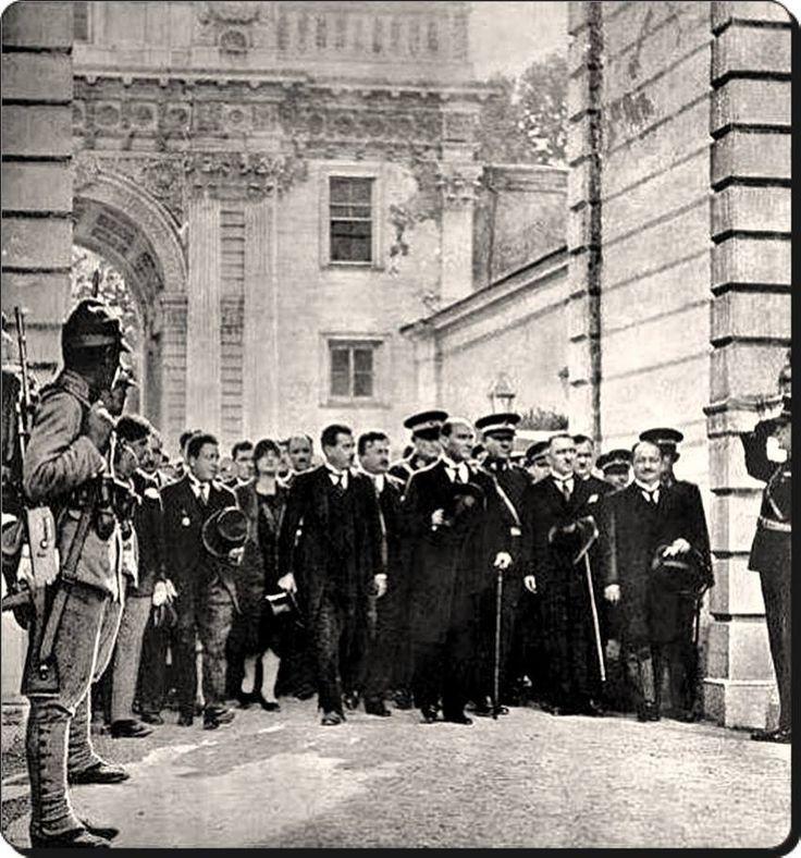 Atatürk'ün Dolmabahçe Sarayı'na ilk gelişi (1 Temmuz 1927)
