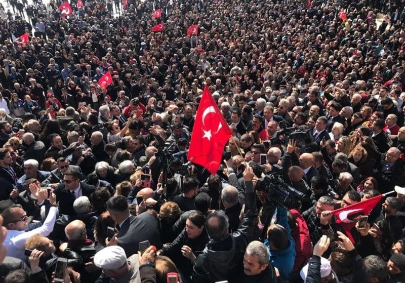 Ankara'lılardan İmamoğlu'na sevgi seli