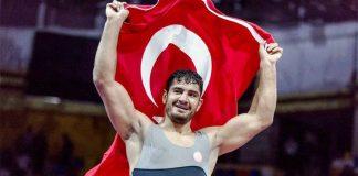 Milli güreşçi Taha Akgül 7. kez Avrupa şampiyonu oldu