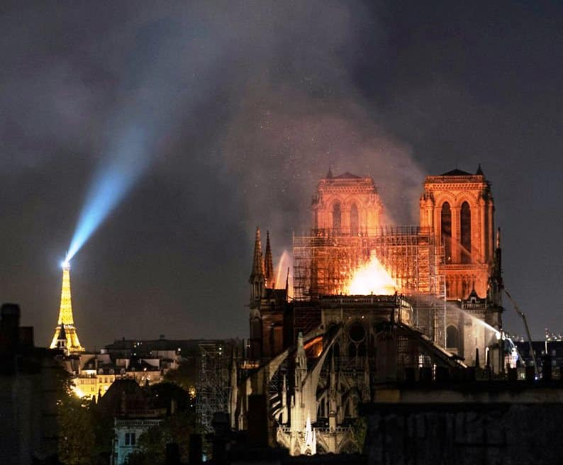 notre dame katedrali yangını