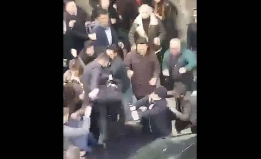 Üsküdar seçim kurulu önünde kavga: Polis havaya ateş açtı