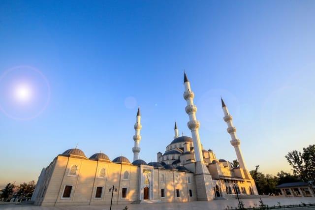Bişkek Cumhuriyet Merkez İmam Serahsi Camii