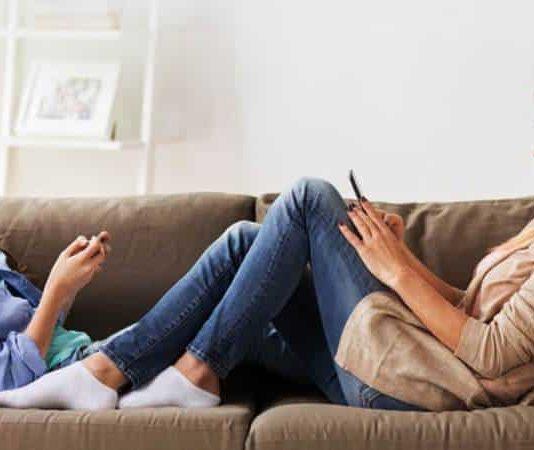 Ebeveynlerin akıllı telefon kullanımı çocukları nasıl etkiliyor?