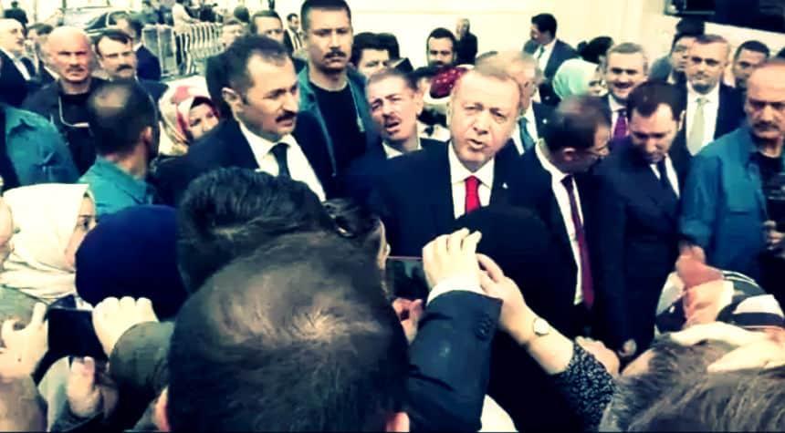 Erdoğan iş bulamıyorum diyen EYT li kadına: Kocan ne yapıyor?