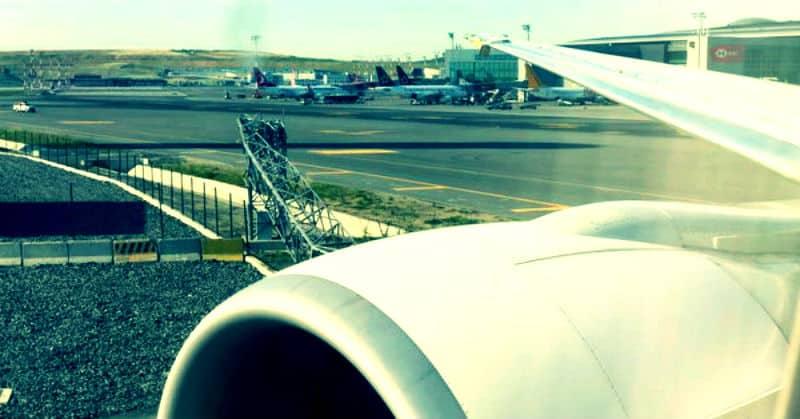 istanbul havalimanı thy sümela uçağı direğe çarptı