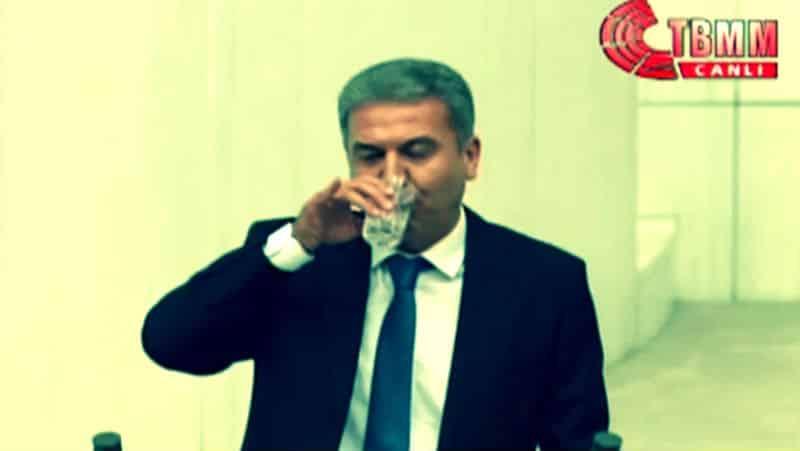 ramazan Meclis kürsüsünde su içtiği için AKP liler tepki gösterdi hdp burası laik ülke