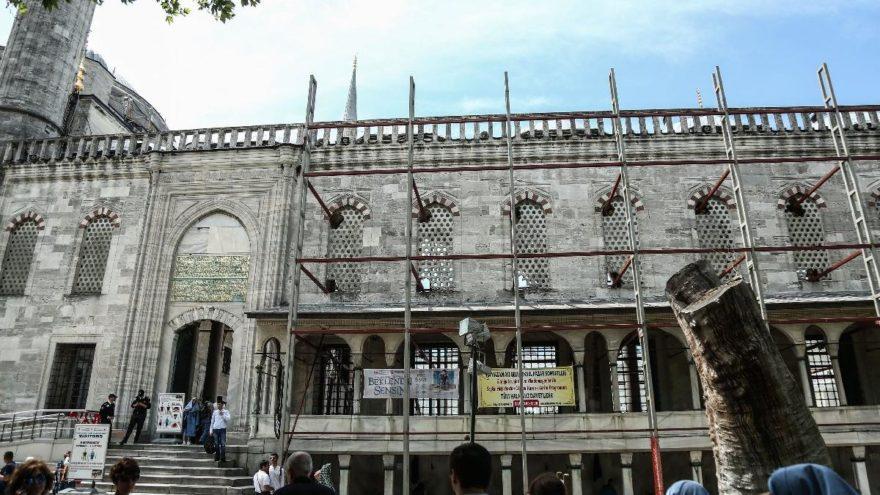 sultanahmet camii beton pencereler kırılarak iskele kuruldu