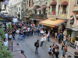 Onur yürüyüşü taksim mis sokak istiklal caddesi