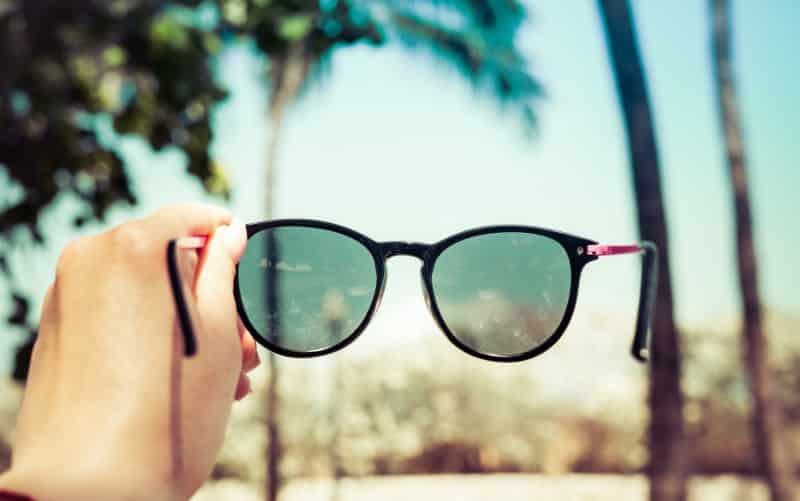 polarize camlı güneş gözlüğü ne renk cam