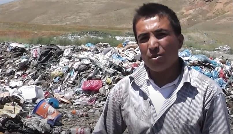 çöplükte göçmenler afgan
