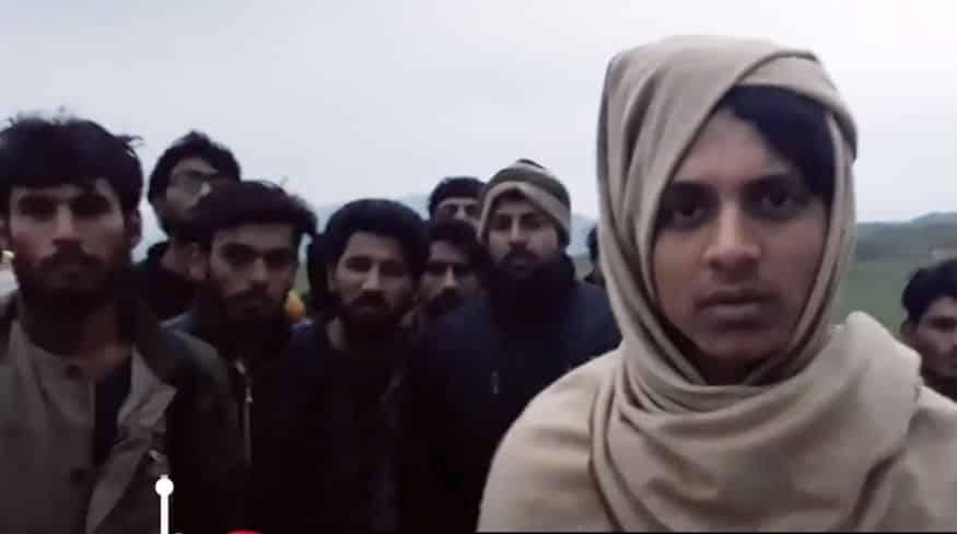 Göçmen karayolu: Sınırdan saklanmadan yürüyerek geliyorlar!