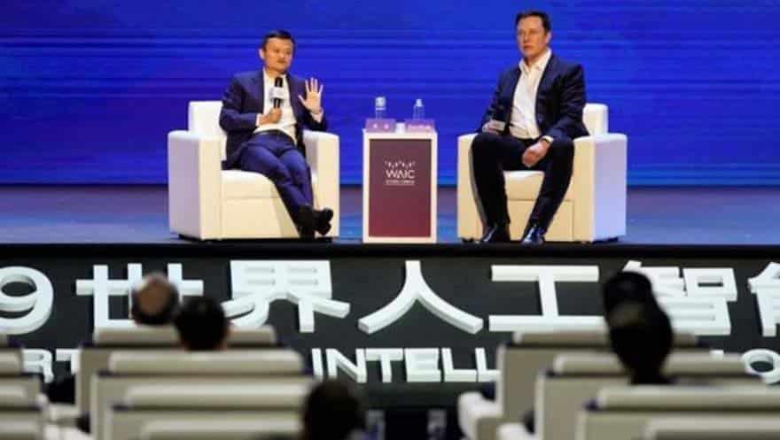 Alibaba'nın kurucusu Jack Ma (solda) ve Tesla CEO'su Elon Musk, konferansta yapay zeka konusunda farklı fikirleri savundu.