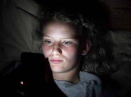 Gençler sosyal medya yüzünden uyku sorunu yaşıyor, egzersiz yapmıyor!