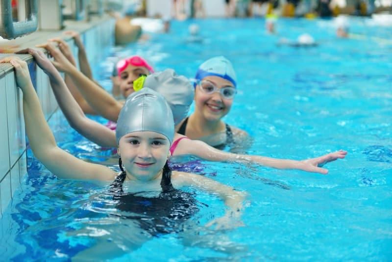 çocuklar yüzme eğitimi kursu
