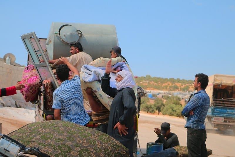 idlib suriyeliler türkiye sınırı