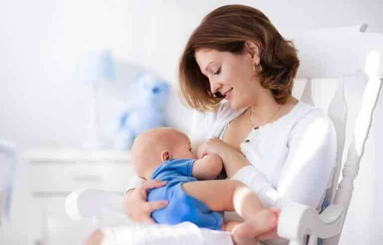 Uzun süre emzirmek: Anne ve bebek için faydaları