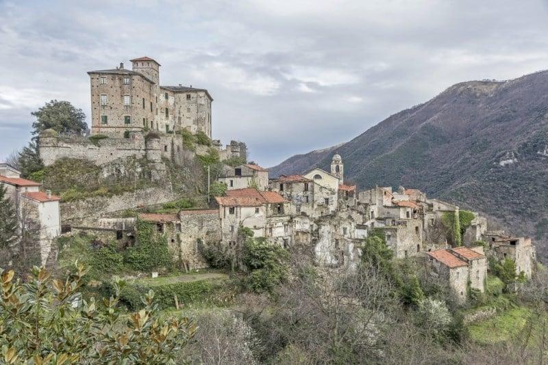 Balestrino, İtalya terk edilmiş şehirler