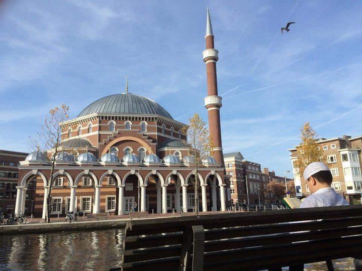 Amsterdam kadın ve eşcinselleri aşağılayan camileri cami kapatacak