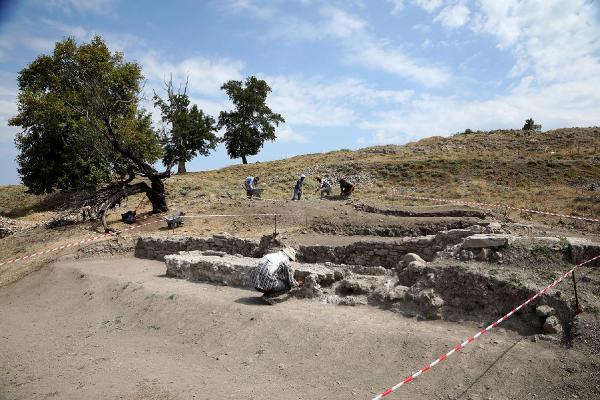 denizli kale Tabae Antik Kenti tarihi eserler evlere duvar olmuş!