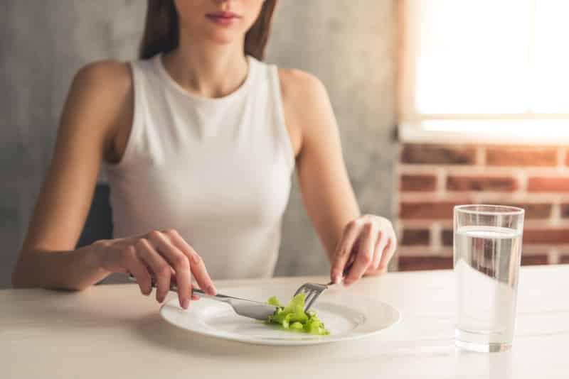 Ergenlik döneminde yeme bozukluğu 15 belirti