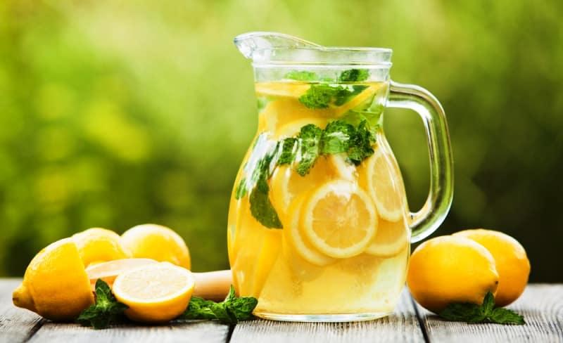 Çilekli şekersiz limonata tarifi hurma suyu