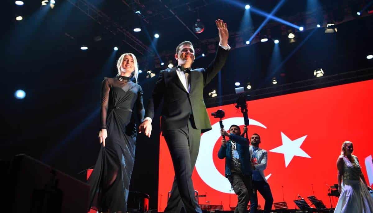 ekrem imamoğlu dilek imamoğlu 29 ekim cumhuriyet bayramı sultanahmet