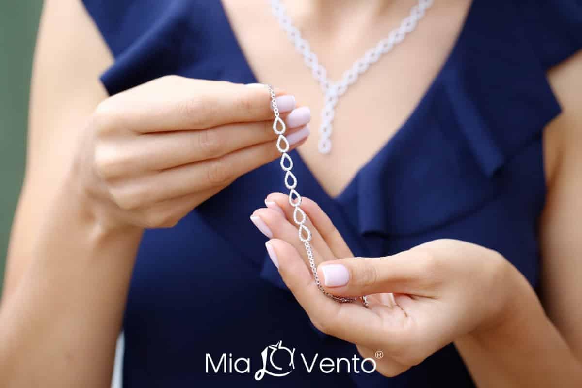 Yepyeni modeller, ışıltılı trendlerle Gümüş Su Yolu Setler mia le vento v form