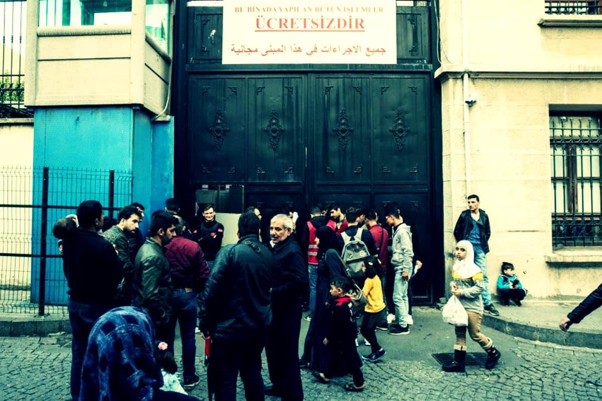 İstanbul Valiliği nin Suriyeli mültecilere verdiği süre doldu!