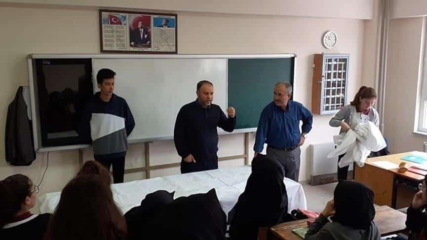 Din Kültürü öğretmeni derste öğrenciyi kefenledi