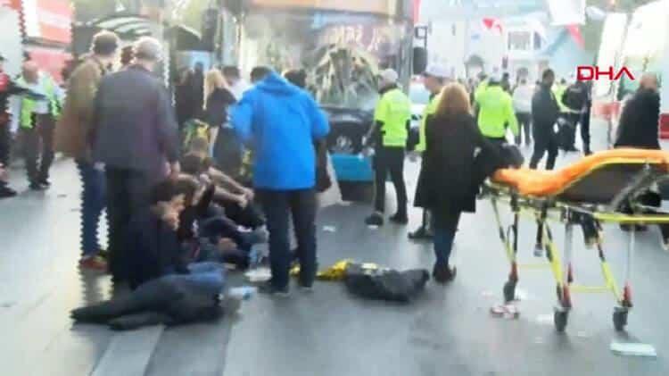 Otobüs şoförü Beşiktaş Meydan durağına daldı