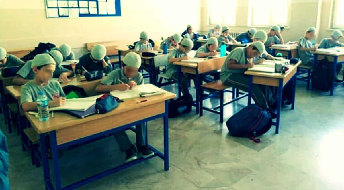 kadıköy imam hatip ortaokulu erkek öğrenciler takkeli