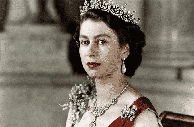 kraliçe Elizabeth tahta oturması