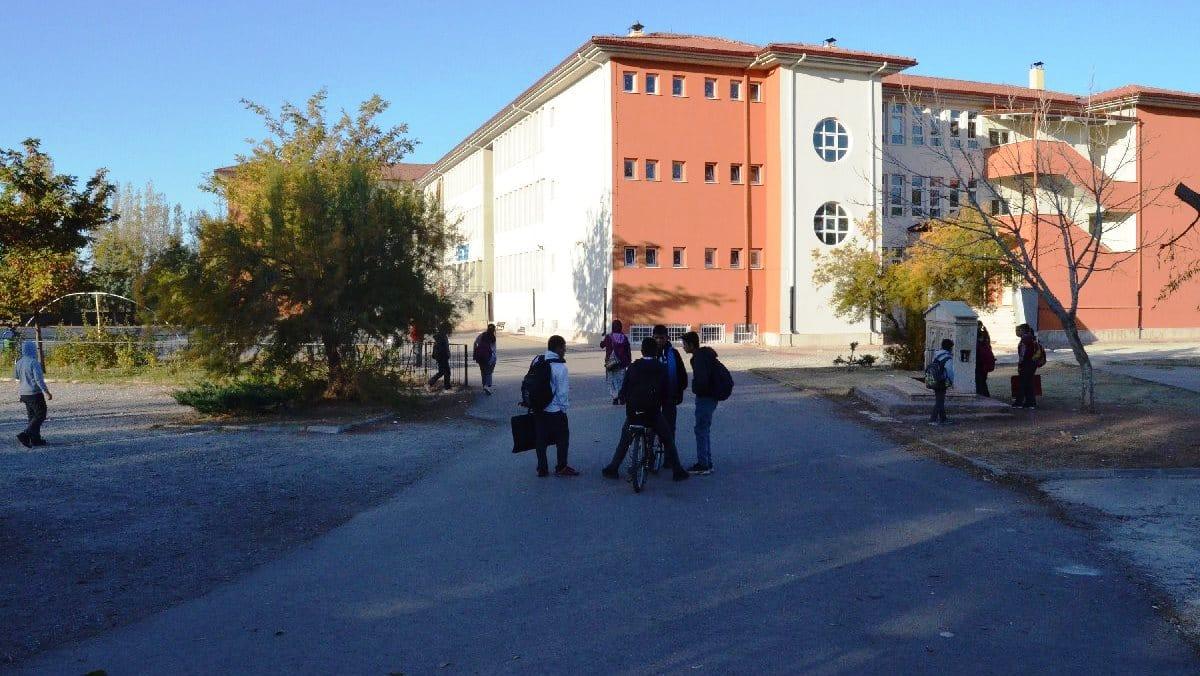 Otizmli öğrencileri yuhalayan okulda müdür açığa alındı
